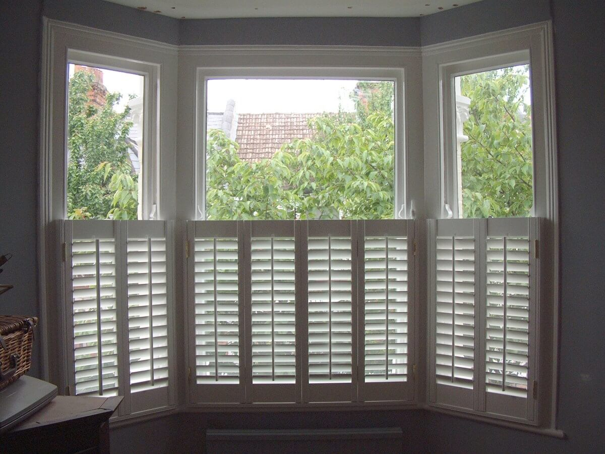 Cafe shutters looks great but i don 39 t really have a bay for Interior window shutter designs