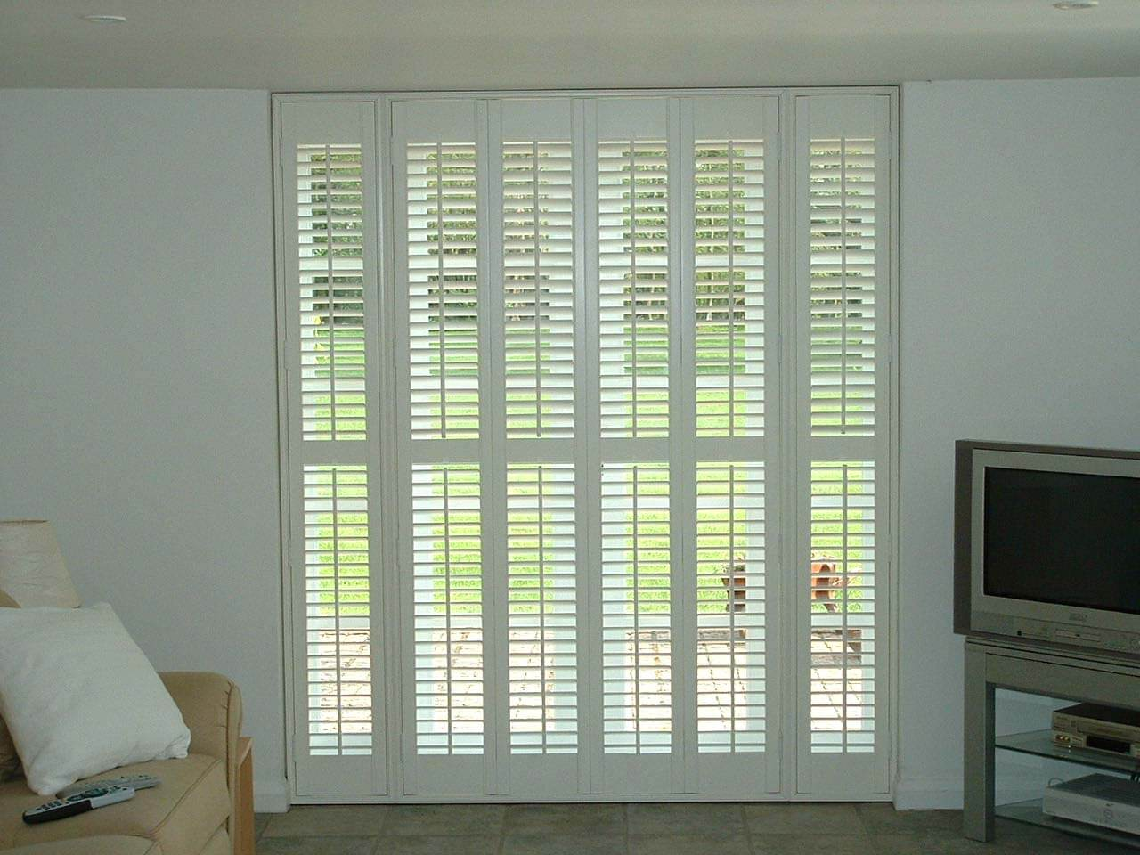 Interior plantation shutters full height shutters with centre bar solutioingenieria Images